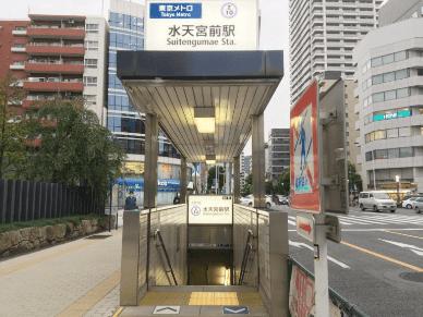 半蔵門線「水天宮前駅」の水天宮前方面改札から出て、5番出口から地上に出る。